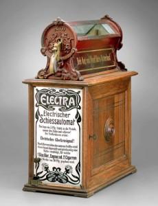 Der Schiessautomat stammt aus dem Jahr 1908 und wurde von der Automates Electra GmbH in Köln hergestellt.
