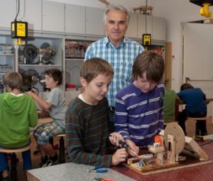Fritz Tischer hilft ehrenamtlich u.a. beim TECHNOlab.